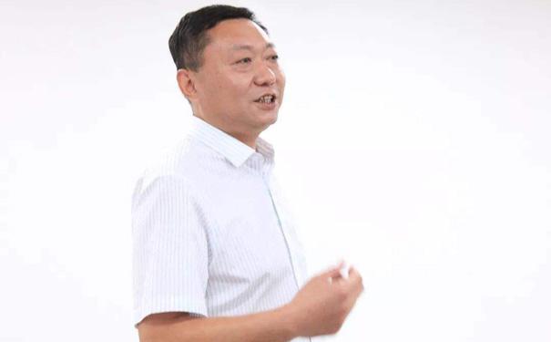 鲁润阿胶品牌创始人邓来义亮相微商节晚会